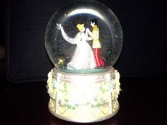"""In Mint condition always been display in our glass cabinet. A Beautiful Collectible DISNEY ENESCO CINDERELLA & PRINCE CHARMING WEDDING DANCE MUSICAL SNOW GLOBE.   Includes Free USPS shipping and tracking.USPS tracking will always be sent to your e-mail.  THIS SNOW GLOBES  PLAYS """"MENDELSSOHN WEDDING MARCH  MEASURES 6"""" TALL"""
