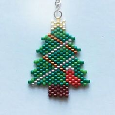 Christmas Tree Beads, Christmas Earrings, Christmas Crafts, Beading Projects, Beading Tutorials, Beaded Crafts, Jewelry Crafts, Loom Patterns, Beading Patterns