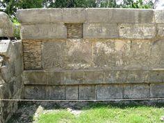 Es una de las zonas más representivas de la Cultura de Maya con el impresionante Templo de KukulKan como principal atractivo.