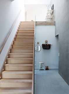 Tour a Modern Apartment With the Perfect Dose of Glamour via Lights on stairs Wood Staircase, Wooden Stairs, Modern Staircase, Hallway Inspiration, Appartement Design, Loft, House Stairs, House Entrance, Entrance Hall