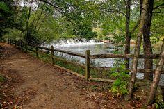 strubridge village   Sturbridge MA, Old Sturbridge Village - Quinebaug River spillway from ...