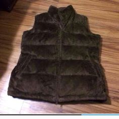 Athleta Puffy vest Excellent condition no stains or holes gently used Athleta Jackets & Coats Vests