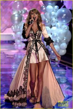 Taylor Swift Performs 'Style' for First Time on TV - Watch Now!