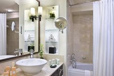 I <3 this small, simple, bathroon turned upscale.