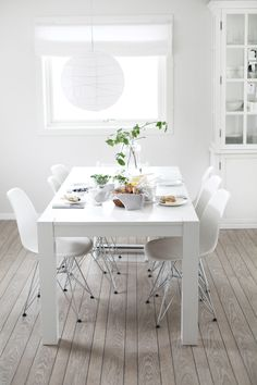 White Dining Room Sideboard: Everything's Gonna Be All White White Dining Room Sets, Grey Dining Tables, All White Room, Dining Room Blue, White Rooms, Dining Area, Dining Room Windows, Dining Room Sideboard, Tuscan House
