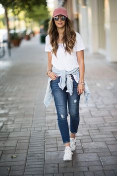 Casual Look, Sneakers, Hat, Denim Jacket, Comfy Style Legging Outfits, Sporty Outfits, Cute Outfits, Outfit Jeans, Denim Outfits, Athleisure Outfits, Style Casual, Casual Looks, Denim Fashion