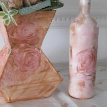 vaso feito de caixa de leite + garrafa decorada. Motivo floral!