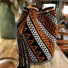 Wayuu Mochila bag - style, pattern and colours Mochila Crochet, Broomstick Lace, Tapestry Crochet Patterns, Tapestry Bag, Boho Bags, Crochet Purses, Knitted Bags, Crochet Accessories, Crochet Projects