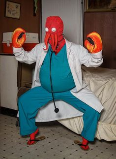 Fabulous Female Cosplay of FUTURAMA's Zoidberg
