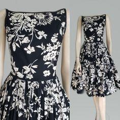 Vintage Summer Dresses, 50s Dresses, Nice Dresses, Fitted Bodice, Dressmaking, Dress Up, Floral Prints, Construction, Casual