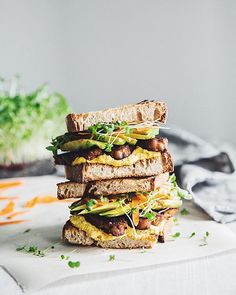 A super delicious sweet & spicy tempeh sandwich with vegan carrot aioli is up on the blog today!