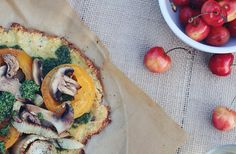 tips for dinner outdoors (and a cauliflower crust pizza!), at Panda Head Blog.