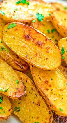with oregano, veggie broth, garlic, and lemon juice, these Roasted Fingerling Potatoes are bursting with flavor! They make a great side dish or a filling dinner. Ark Recipes, Potato Recipes, Vegan Recipes, Cooking Recipes, Dinner Recipes, Chicken Recipes, Vegetable Recipes, Salmon Recipes, Lunch Recipes