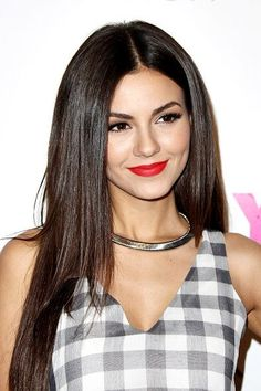 Browse a full photo gallery of Victoria Justice hairstyles. Pick your pretty style today. Victorious, Celebrity Hairstyles, Beautiful Actresses, Pretty Face, Hair Inspiration, Divas, Curly Hair Styles, Celebs, Hairstyle