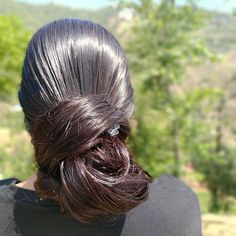 One of the secrets to my healthy hair is a heady dose of essential oils. I mix Olive, Coconut and Almond in equal measure and do a deep… Slick Hairstyles, Bun Hairstyles For Long Hair, Long Hair Oil, Long Hair Indian Girls, Gypsy Hair, Beautiful Long Hair, Amazing Hair, Pinterest Hair, Super Long Hair