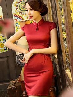 Beautiful Chinese Women, Beautiful Asian Girls, Cute Short Dresses, Tight Dresses, Traditional Fashion, Traditional Dresses, Oriental Dress, Cheongsam Dress, Sexy Asian Girls
