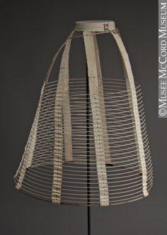 Crinoline  1860-1869, 19e siècle  Cerceaux de métal, coton et lin  Don de George and Mary Joy  M2002.36.2  © Musée McCord