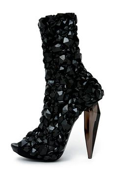 Alexander McQueen Shoes | vogue-alexander-mcqueen-shoes-sp09.jpg