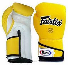 Muay Thai Gloves, Martial Arts Techniques, Men's Pocket Squares, Sport Craft, Sport Body, Sport Photography, Boxing Gloves, Sports Art, Mixed Martial Arts