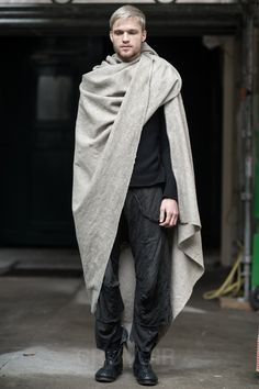 Hahaha that's a man in a throw blanket....I don't care who ya are.. #notfashion