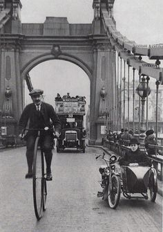 London 1900 is that guy in the sidecar  aware of the oncoming bus?