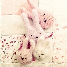 tiny bunny badge pattern by claire garland...