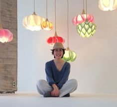 Artist and designer Sachie Muramatsu creates delicate lamp shades that resemble flowers and are made from traditional Japanese washi paper I Had An Epiphany, Paper Collage Art, Flower Lamp, Jar Chandelier, Crepe Paper, Paper Paper, Kimono Pattern, Handmade Lamps, Mason Jar Lighting