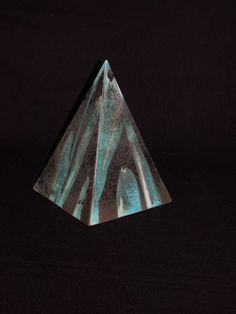 Raku fired pyramide