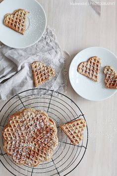 Date, cinnamon & vanilla waffles ♥