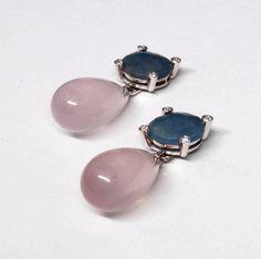 Pendientes de oro blanco con zafiros azules, cuarzos rosas y diamantes