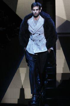 Giorgio Armani Fall 2017 Menswear Fashion Show Collection Mens Fashion Week, Mens Fashion Suits, Fashion Show, Men's Fashion, Winter Fashion, Fashion Tips, Armani Men, Giorgio Armani, Men Style Tips