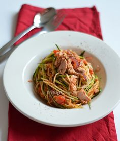 Courgetti met tonijn pasta gemaakt van courgette
