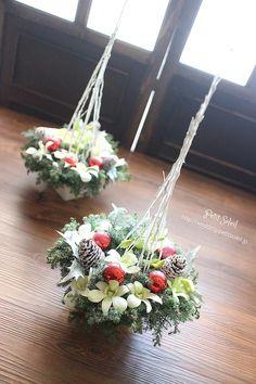 装花、テーブルフラワー Christmas Floral Arrangements, Holiday Centerpieces, Christmas Decorations, Table Decorations, Plant Hanger, Xmas, Wreaths, Flowers, Santa