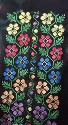 زهور Easy Cross Stitch Patterns, Cross Stitch Borders, Cross Stitch Flowers, Cross Stitch Designs, Cross Stitching, Easy Patterns, Cross Stitch Letters, Cross Stitch Art, Simple Cross Stitch