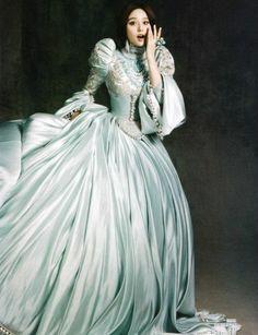 The light blue wedding dress add the expression, It makes Fan BingBing cute.