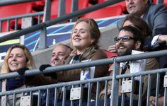La cantante Adele anuncia que está esperando su primer hijo con su novio, Simon Konecki #singer #celebrities #people #pregnant
