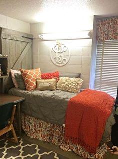 This grey dorm bedding creates such a cute dorm room!