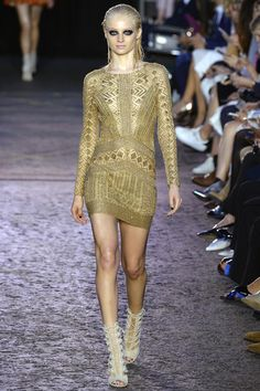 Julien Macdonald Spring 2016 Ready-to-Wear Collection Photos - Vogue