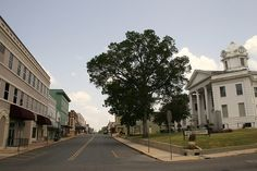 I used to drive by this every day, Leesville, LA Courthouse
