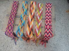 reatas wayuu y fajones wayuu gasas Macrame Patterns, Crochet Patterns, Chevron Friendship Bracelets, Tablet Weaving, Crochet Handbags, Tapestry Crochet, Micro Macrame, Purses And Bags, Diy Crafts