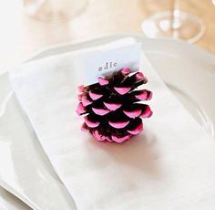 Painted Pine Cones from Make-Your-Own Holiday Place Cards Slideshow Diy Place Settings, Diy And Crafts, Crafts For Kids, Ideias Diy, Love Craft, Thanksgiving Crafts, Thanksgiving Table, Holiday Crafts, Merry And Bright