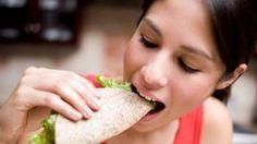 """Um novo estudo adverte que o rótulo de """"viciado em comida"""" pode intensificar o estigma social que já vem associado à obesidade."""