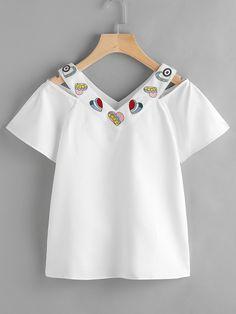 Модная футболка с вышивкой и разрезом