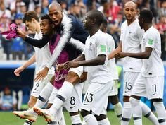 France beat Uruguay 2-0 on 06/07/2018 to enter semi-finals. France's players celebrate their win against Uruguay in Nizhny Novgorod. (AFP Photo)