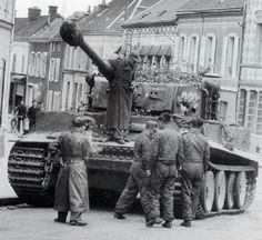 A Tiger 1 operating with the schwere SS PanzerAbteilung 501