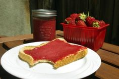 This is a very simple strawberry butter using maple syrup to use on toasts, waffles, pancakes/crepes and in a multitude of ways.