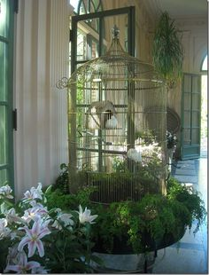 This would be so easy to replicate if need be in a smaller version for a porch-using fern to surround bird cage..charming, tweet tweet!