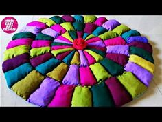 Old Cloth Recycling /Reuse Idea Recycled Rugs, Recycled Crafts, Garrafa Coca Cola, Puffy Quilt, Reuse Old Clothes, Purple Quilts, Web Gallery, Sewing Basics, Diy Arts And Crafts