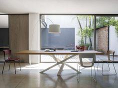 Mesa de comedor rectangular de acero inoxidable y madera