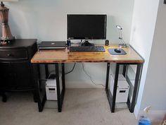 Tiny DIY computer desk for small appartment ideas. #easydiycomputerdeskideas - ziogiorgio.info